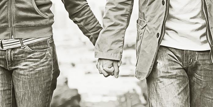 Держаться за руки во время прогулки